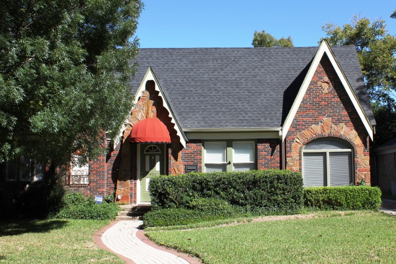 image of a house with impact resistant shingles