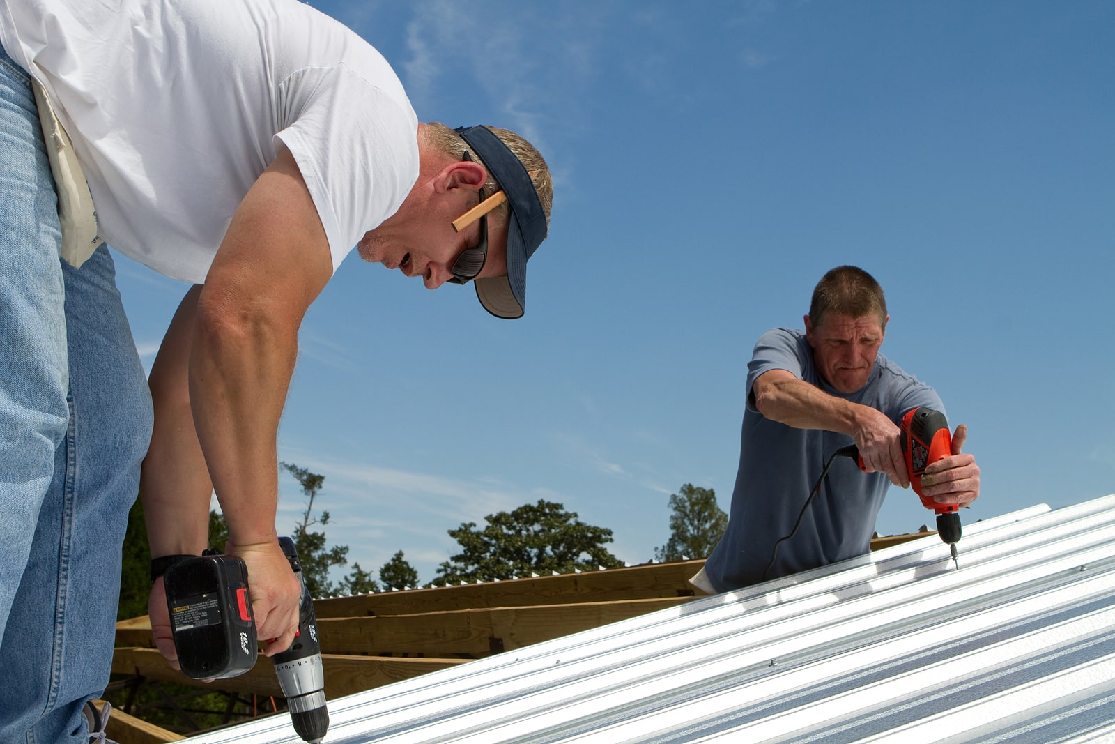 What Is a Fly-by-Night Roofer?
